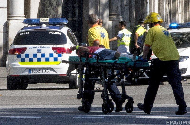 ВБарселоне террорист въехал втолпу людей