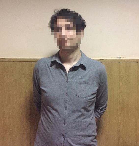 Вкиевском метро иностранец грозил пассажирам ножом иприставал кдевушкам