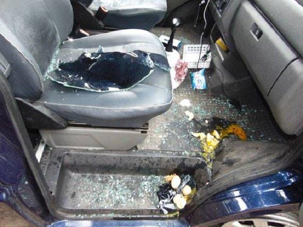 ВРовно изавтомобиля украли сумку с практически миллионом грн