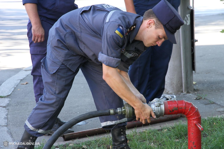 Борьба сжарой: вцентре Николаева появился «уличный душ»