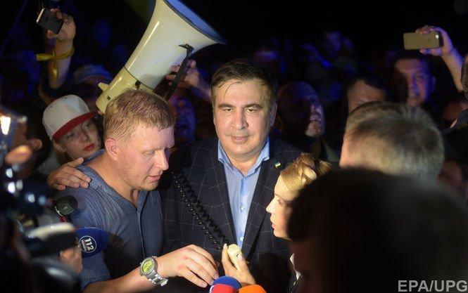 Михаил Саакашвили сдракой прорвался через кордон силовиков наУкраину
