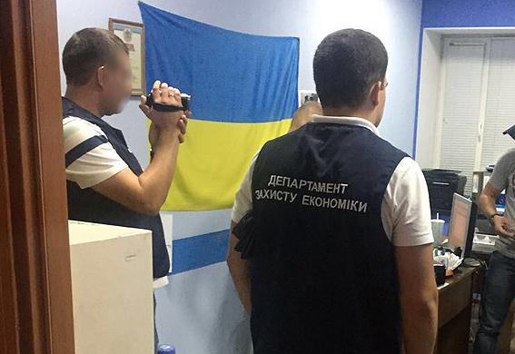 ВЗапорожской области схватили налоговиков-вымогателей: начальника и 2-х подчиненных