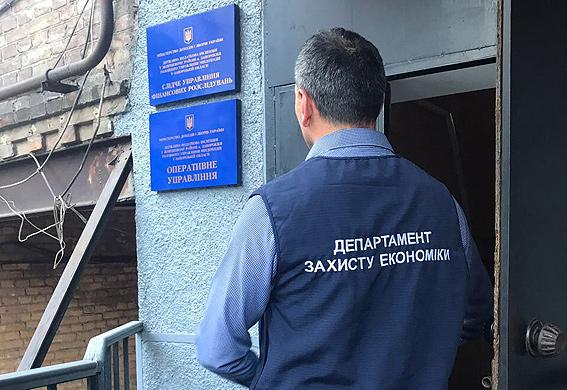 Правоохранители наведались кзапорожским налоговикам собысками: их словили навзятке