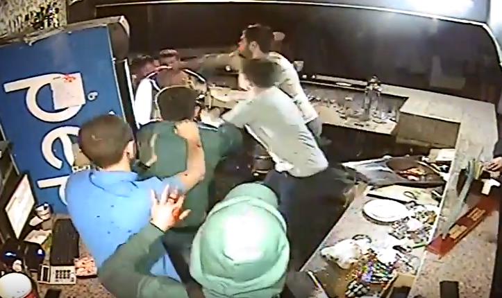 Настоящий боевик: Вниколаевском клубе АТОвец устроил зрелищную драку