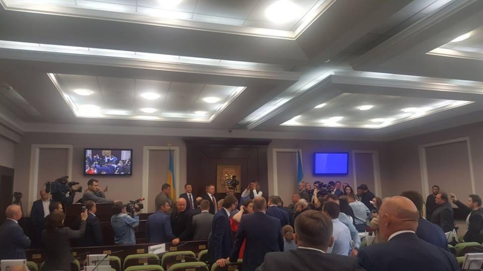 Порошенко, уймите собственных однопартийцев— руководитель Киевского облсовета