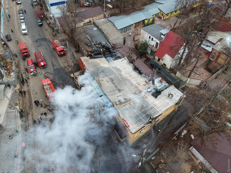 ВОдессе неменее полсотни пожарных боролись с огнём