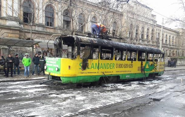 ВОдессе сгорел трамвай: пассажиры паниковали ипрыгали изокон