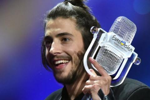 Победитель Евровидения вышел из клиники  после пересадки сердца