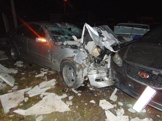 Вгосударстве Украина  нетрезвый шофёр  Mercedes поломал  26 авто