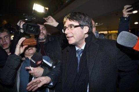 Руководство Испании желает через суд недать Пучдемону управлять Каталонией