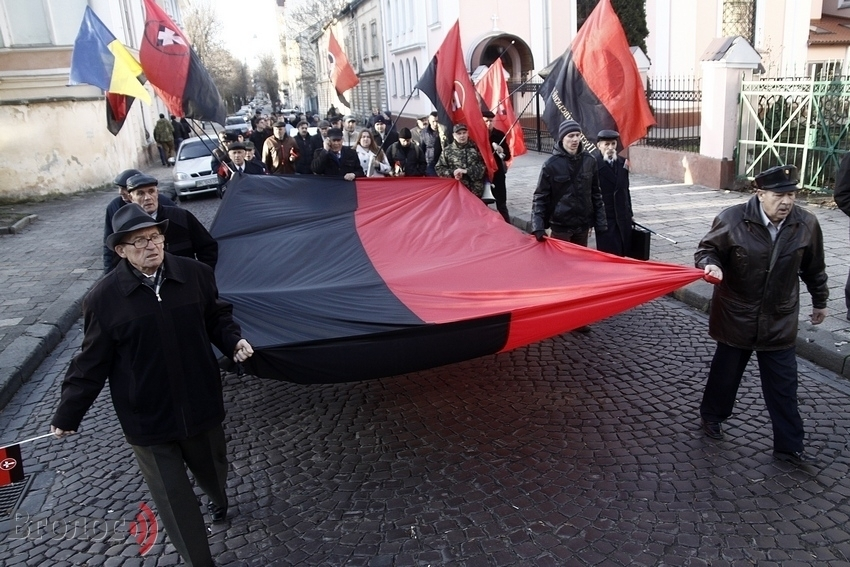 Киеврада назвала даты, когда будут вывешивать флаг ОУН