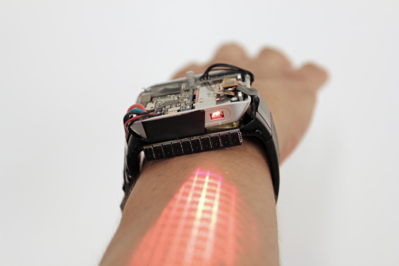 Представлены часы на андроид, которые преобразуют руку всенсорный дисплей