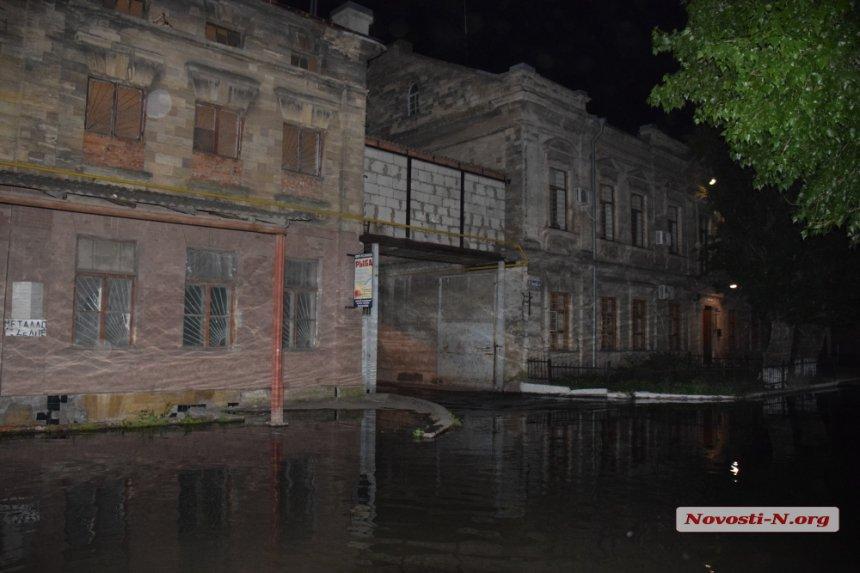 Из-за прорыва канализации вНиколаеве навсе 100% затоплены дома