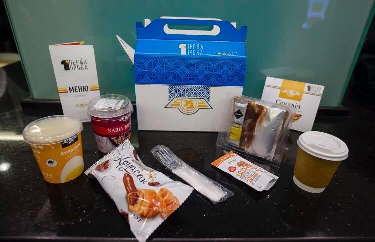 «Укрзализныця» запускает услугу полноценного питания впоездах