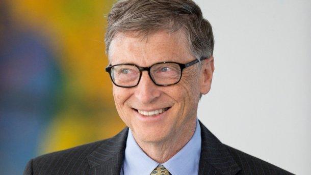 Билл Гейтс впервые опустился натретье место всписке миллиардеров
