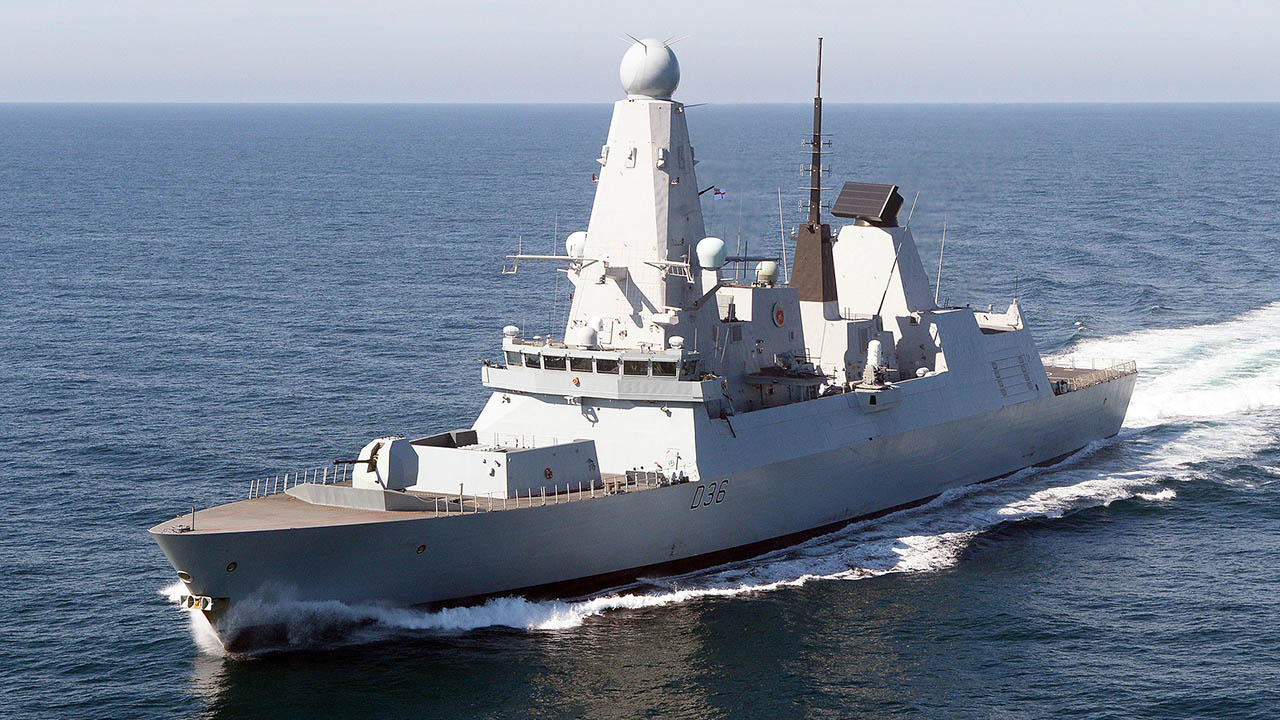 Корабль Черноморского флота выстрелил по нарушившему границы британскому эсминцу