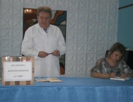 Врачи Жовтневой больницы передали николаевским военным медикаменты почти на 8 тысяч гривен