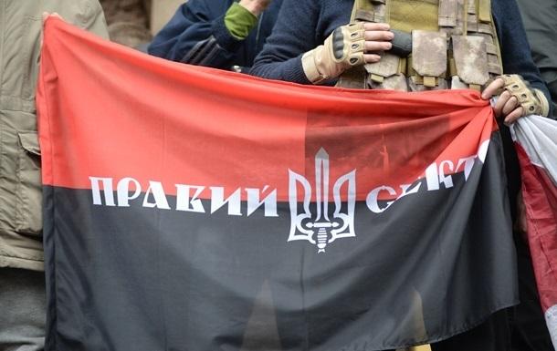 В Тернополе чиновника выбросили в мусорный бак